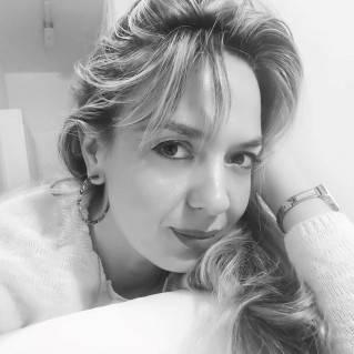 Pendientes Carla Rojos en modelo