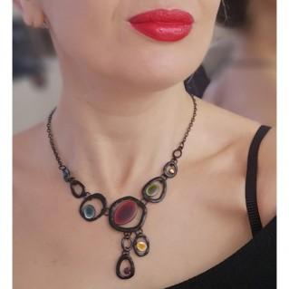Collar Black en modelo joyas.tienda