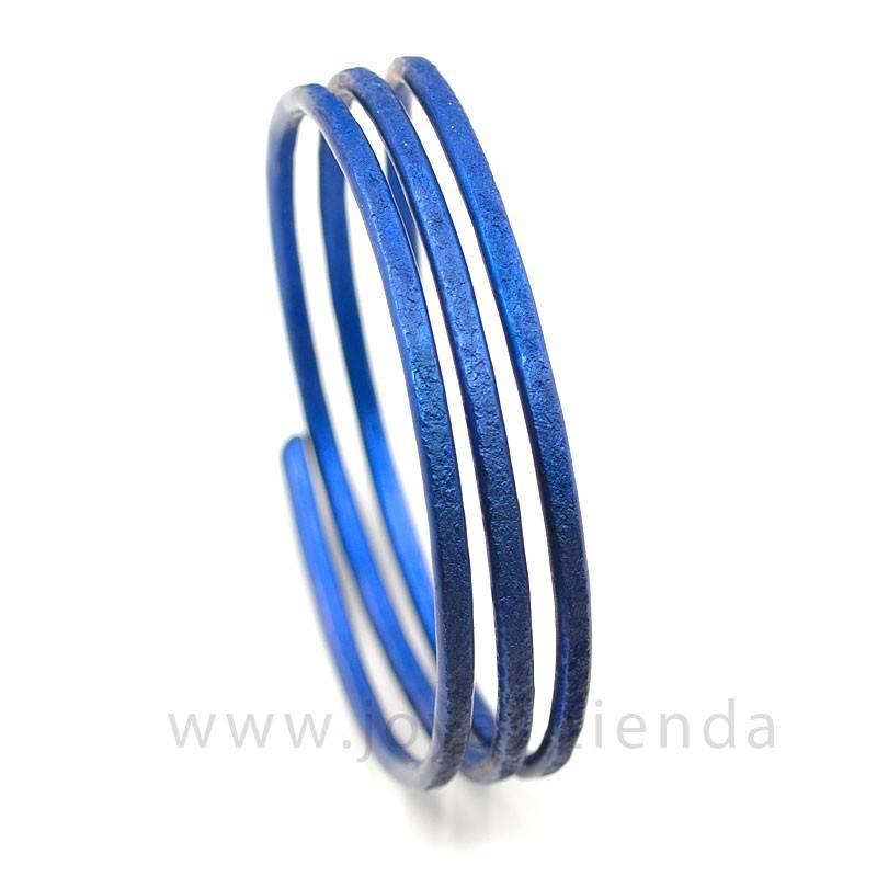 Pulsera en espiral azul