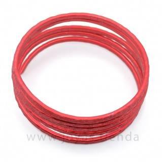 Pulsera ancha en espiral roja detalle