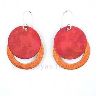 Pendientes redondos rojos y naranjas
