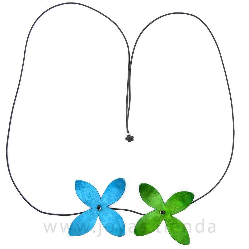 Collar flores aguamarina y verde