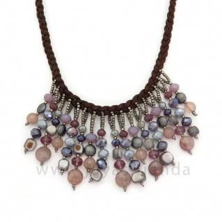 Collar Astrid Morado detalle