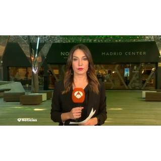 Pendientes péndulo en periodista de Antena 3 TV Cristina Cañedo.